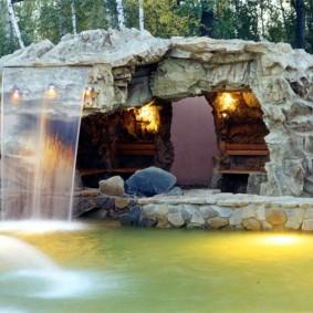 Каменная беседка с водопадом на крыше