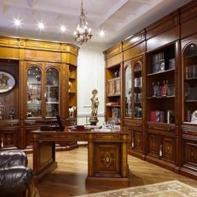 Деревянная мебель с резным декором