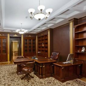 Декор потолка в кабинете классического стиля