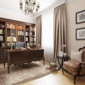 Интерьер домашнего кабинета в спокойных тонах