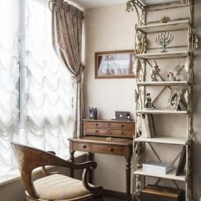 Антикварная мебель в рабочем кабинете