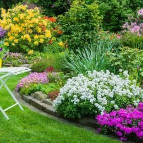 Садовый стульчик из крашенного металла