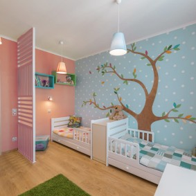 Комбинирование обоев в спальне для двоих детей