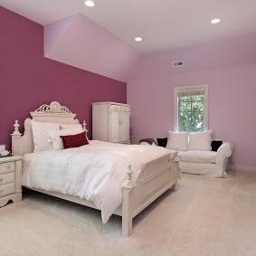 Отделка спальной комнаты обоями под покраску