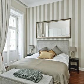 Компактная спальня с минимумом мебели