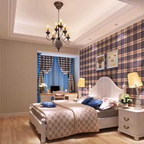 Длинная люстра над кроватью в спальне