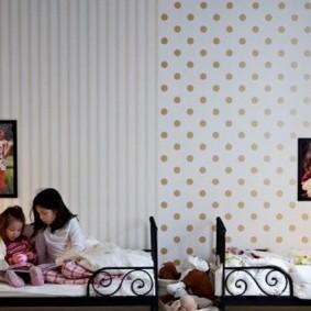 Светлые обои в спальной комнате для девочек