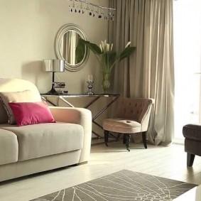 Уютная гостиная с небольшим ковриком