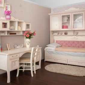 Детская комната для девочки школьного возраста