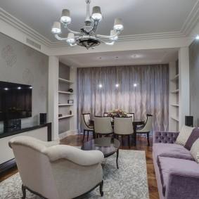 Интерьер гостиной комнаты с обеденной зоной