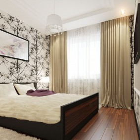 Оформление окна спальни в трехкомнатной квартире