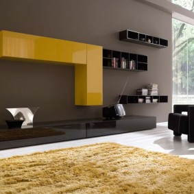 Желтые шкафы с глянцевыми фасадами