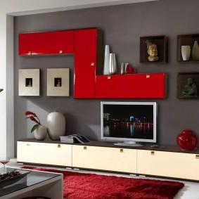 Красно-белая стенка модульной конструкции