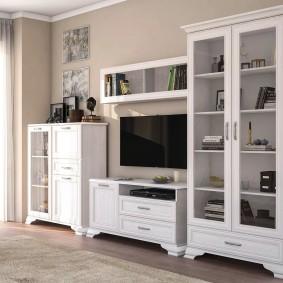 Шкаф-витрина в комплекте мебельной стенки