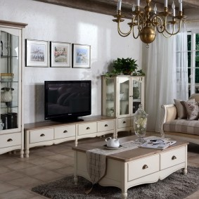 Классическая мебель с фигурными элементами