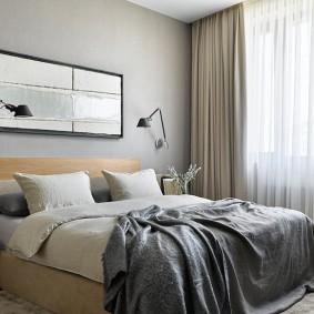Декор картиной стены над кроватью в спальне