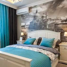 Двойные занавески в интерьере спальни