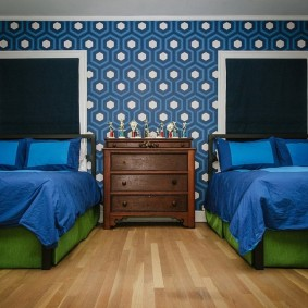 Синие одеяла на кроватях подростков