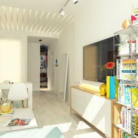 Белые стены в маленькой квартире-студии