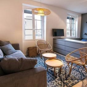 Плетенные кресла в кухне-гостиной