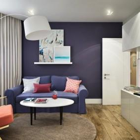 Узкая мебель в небольшой комнате