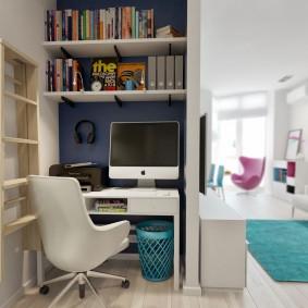 Домашний кабинет в нише стены гостиной