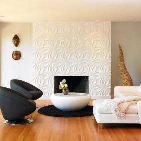 Декор портала камина в гостиной квартиры