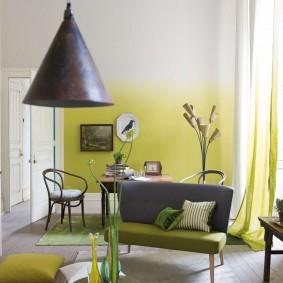 Окраска стены в квартире с переходом цвета