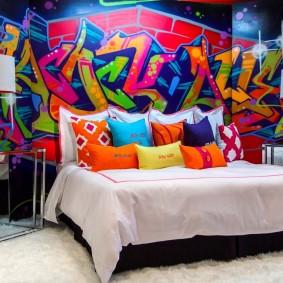 Яркий декор стены в стиле поп-арт