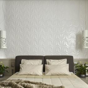 Глянцевые панели за кроватью в спальне