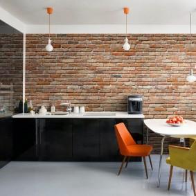 Кирпичные обои в кухне-гостиной