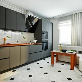 Керамическая плитка на полу кухни