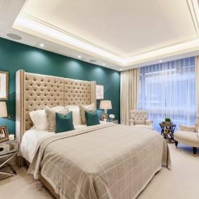 Двухуровневый потолок в спальне квартиры