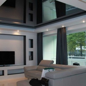 Черный потолок в интерьере квартиры