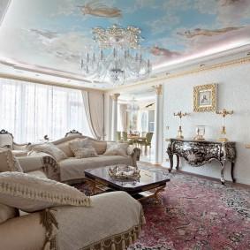 Натяжной потолок с фотопечатью в гостиной комнате
