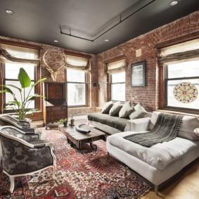 Серый потолок в гостиной лофтного стиля