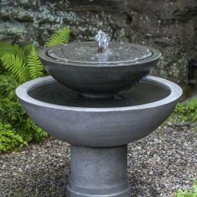 Низкий фонтан с чашами из бетона