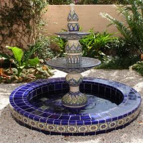 Отделка керамической плиткой чаши фонтана