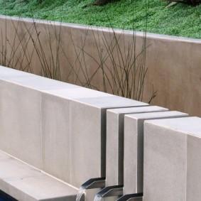 бетонный фонтан в духе минимализма