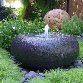 Дачный фонтан с круглой чашей
