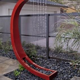 Металлический фонтан в стиле хай-тек