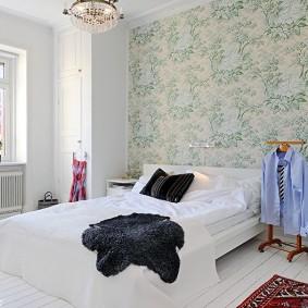 Белая мебель в спальне после ремонта