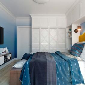 Встроенные шкафы для хранения вещей в спальне