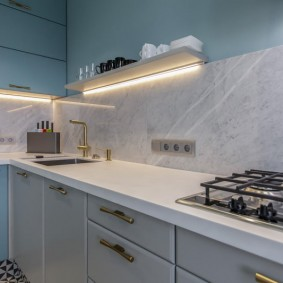 Яркая подсветка рабочей зоны на кухне
