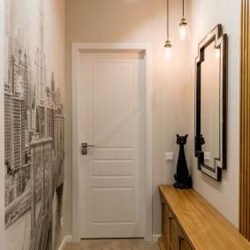 Светлый коридор с фотообоями на стене