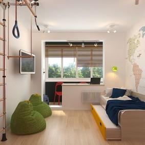 Небольшая комната с присоединенной лоджией