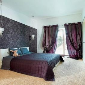 Интерьер спальни с акцентными обоями