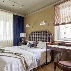 Сочетание разных штор в интерьере одной спальни