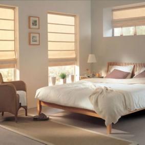 Римские шторы в спальне супругов