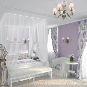 Белый балдахин над кроватью в спальне